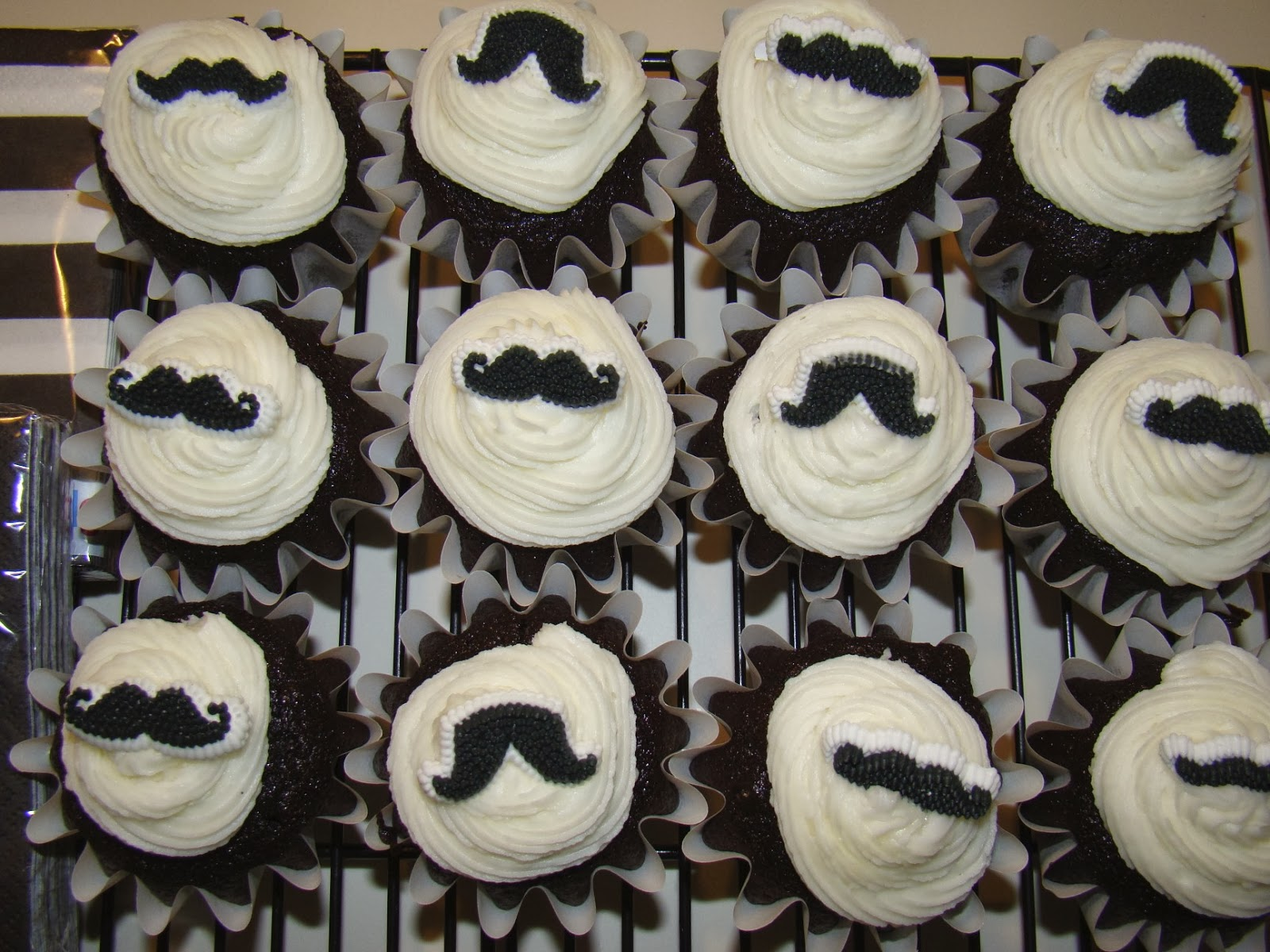 Goodchardonnay Black And White Mustache Cupcakes