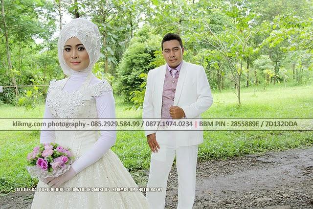 Outdoor Hijab Bridal / Bridal Hijab pada Prewedding Jati & Lilik | Tata Rias & Busana oleh Tunjung Biru Rias Pengantin | Foto oleh : Klikmg Fotografi