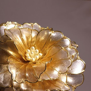 Resin Kanzashi Gold Peony