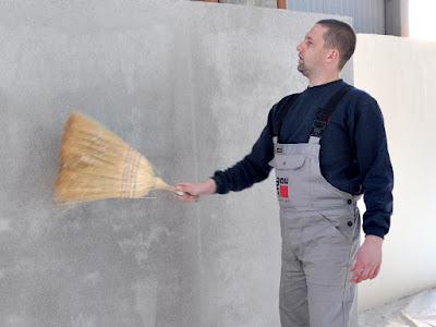 почистване на основата с метла