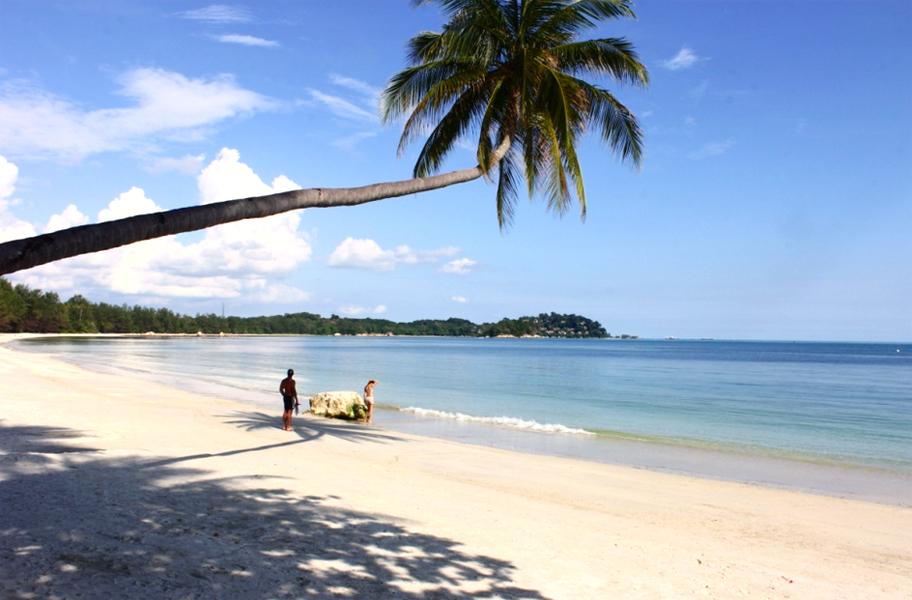 Gambar Pantai Lagoi Di Kepulauan Riau