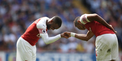 aubameyang-not-happy-emery-bench-lacazette