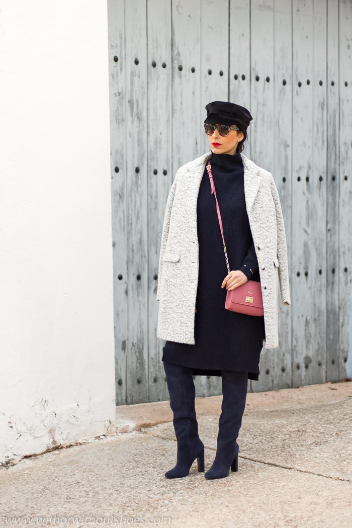 blogger influencer con Look con gorra marinera baker boy nautica de terciopelo