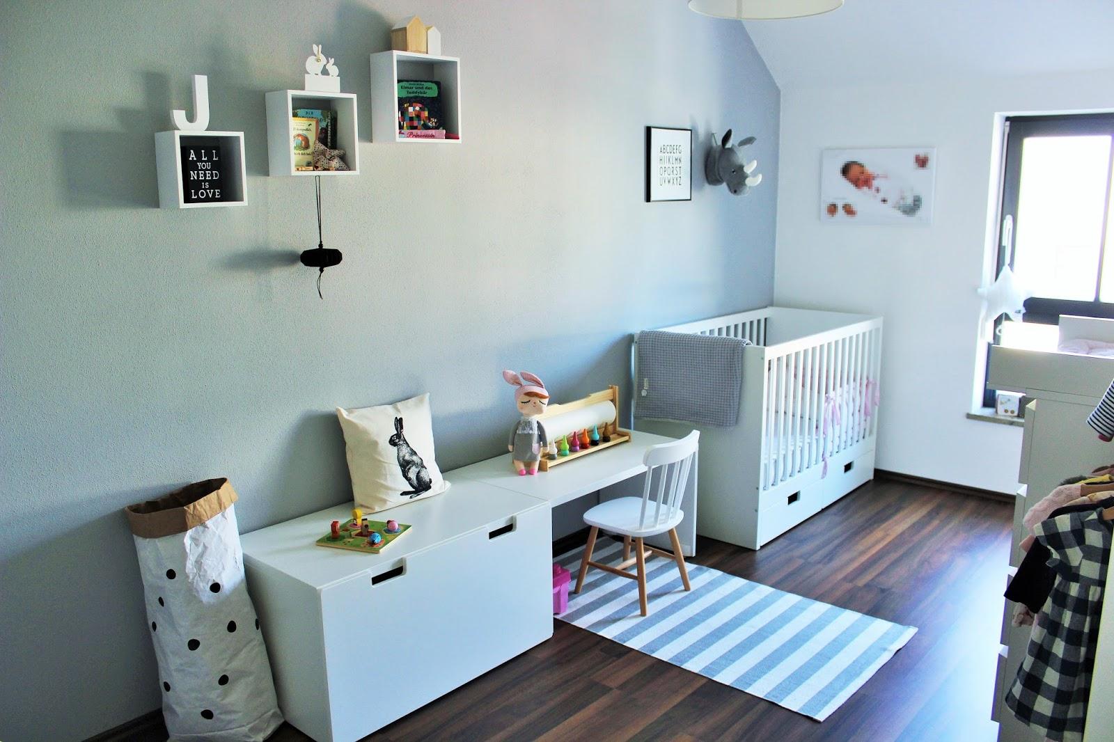 sonjas picturebook vom baby zum kleinkind. Black Bedroom Furniture Sets. Home Design Ideas