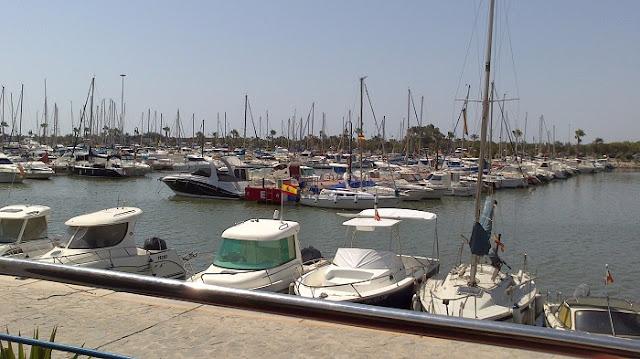 Residencial Esmeralda está a 20 minutos en coche del puerto deportivo de Guardamar
