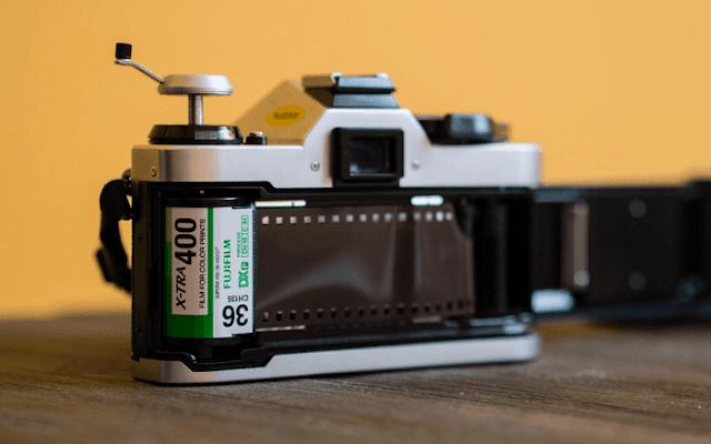 Analog filmli fotoğraf makinesi