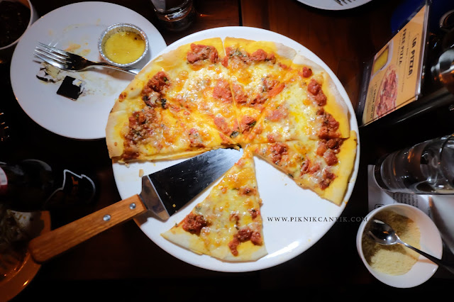 La pizza autentico Swiss Inn Batam