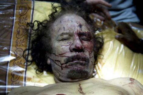 الكشف عن مقطع فيديو جديد للحظة مقتل معمر القدافي