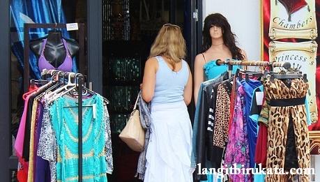 Percakapan Bahasa Inggris belanja pakaian