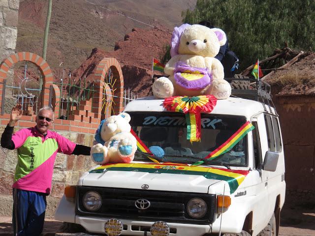 Am Morgen geht es mit dem geschmückten Vaterlandsauto zum Desfile nach Mojinete. Unser Auto war das schönste.