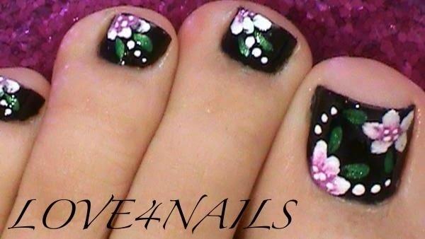 Toe Nail Design With Daisy