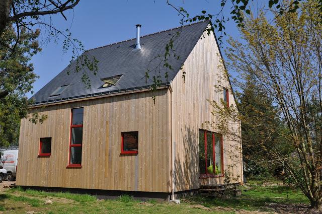 http://www.echopaille.fr/2016/04/malansac-maison-bois-et-paille.html#more