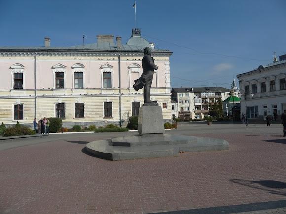 Золочів. Пам'ятник В'ячеславу Чорноволу