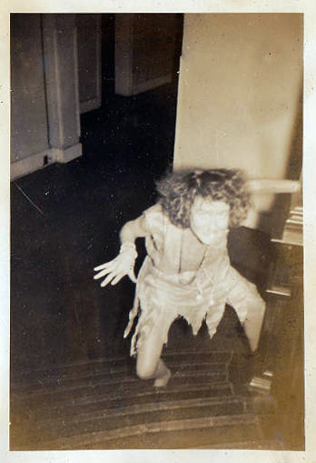 little girl rocking chair cherry dining chairs these 50 creepy vintage photographs from the early 20th century will make your skin crawl ...