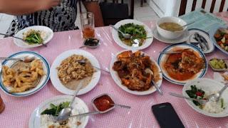 Rumah makan Praukuno Rembang