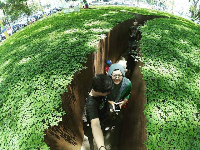 selfie di taman labirin bandung