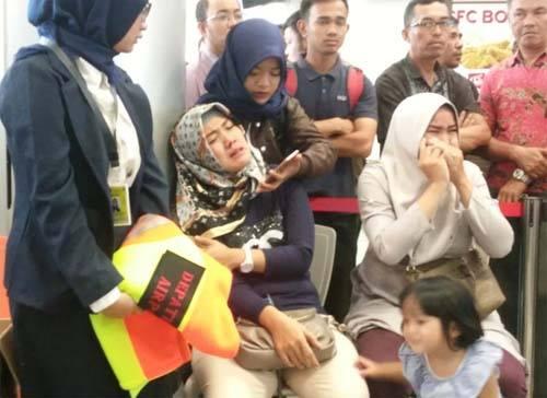 Người thân của hành khách trên chuyến bay số hiệu JT610 của Lion Air