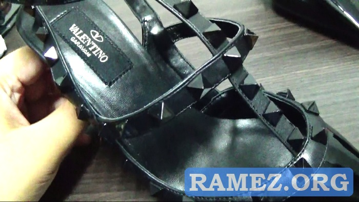 Harga Sepatu Valentino Garavani Original