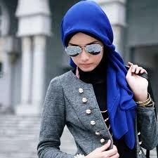 4 Trik Memakai Kacamata Wanita untuk yang Berhijab