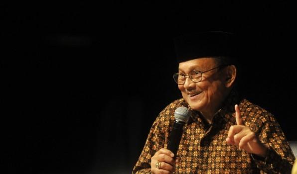 BJ Habibie Dorong Masjid Menjadi Benteng Umat Islam