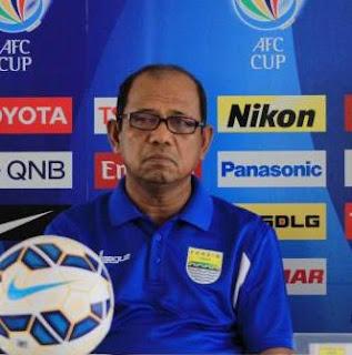 Emral Abus Pelatih 'Boneka' Persib Bandung