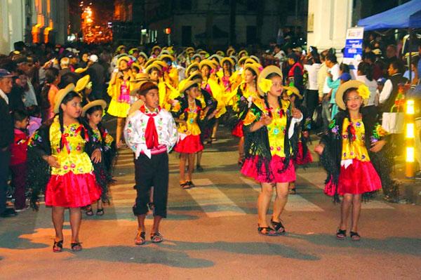 Colegios e invitados abren fiesta de la Gualala 2017