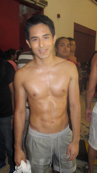 Man Central: Sebastian Castro: Shirtless