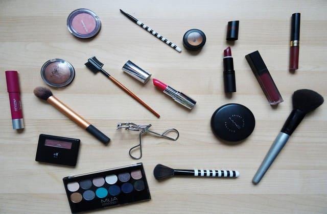 Girls, Yuk, Manfaatkan Stock Make-Up Buat Berbisnis!