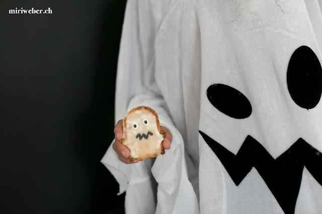 Halloween Food, Halloween Guetzli, Halloween Cookies, Halloween Dekoration, Halloween Kids Inspiration, Foodblog Schweiz, Schweizer Foodblog, Schweizer Foodbloggerin, Foodphotography Schweiz, Foodstyling Schweiz, Geister Guetzli, Ghoost Cookies, Hirse Guetzli, gesunde Guetzli