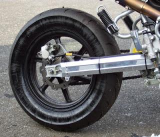 xr100モタード オイルまみれのリヤタイヤ
