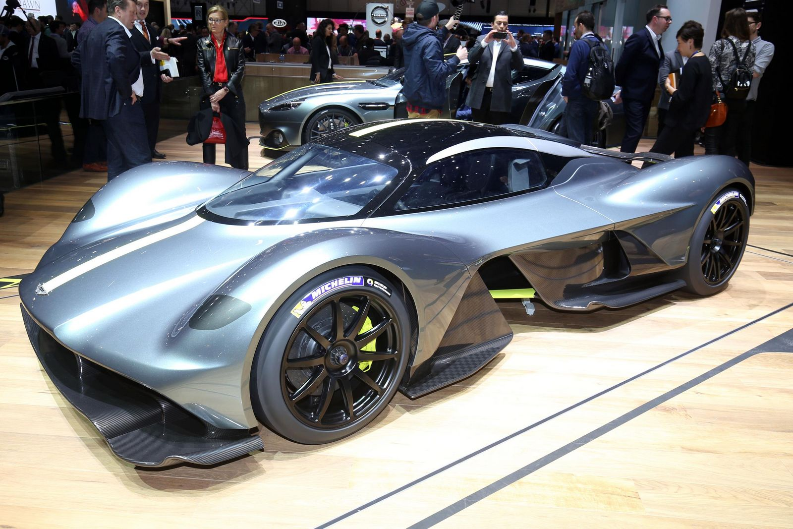 New Aston Martin Valkyrie Scares Off All Other Hypercars ...