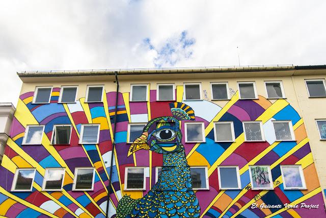 Pavo Real Street Art en Grünerløkka - Oslo por El Guisante Verde Project