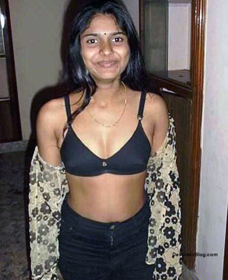 Naughty Kerala Girl Opening Black Bra Showing Lovely Tits -7806