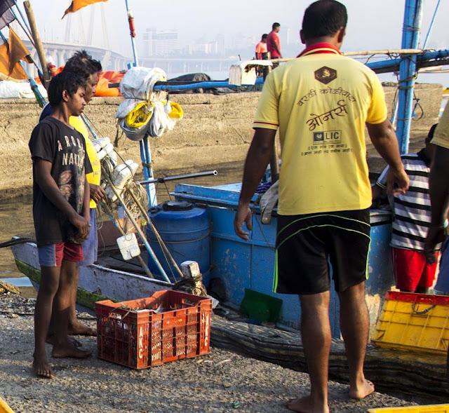 fishermen, worli jetty, pier, koliwada, fishing boat, arabian sea, mumbai, india,