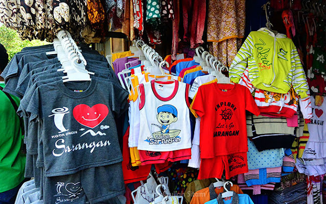 Kaos Sarangan yang bisa dibeli ketika berkunjung di Telaga Sarangan