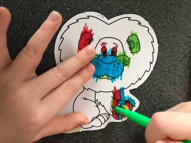 Little hands colouring in the lion magnet