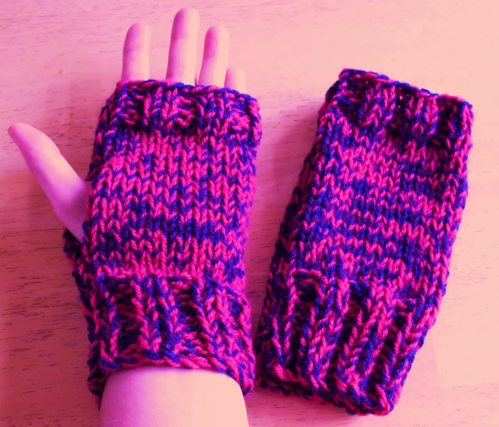 Great Balls of Wool: Very quick fingerless gloves pattern.....