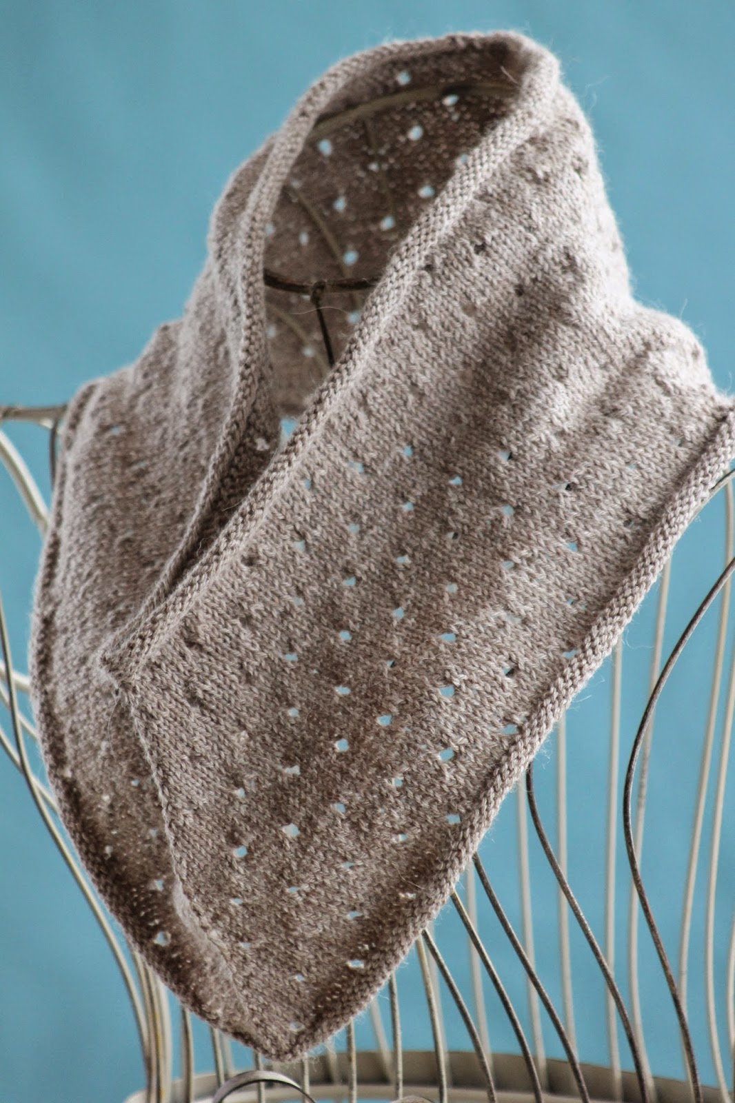 Balls to the Walls Knits: Simple Eyelet Cowl