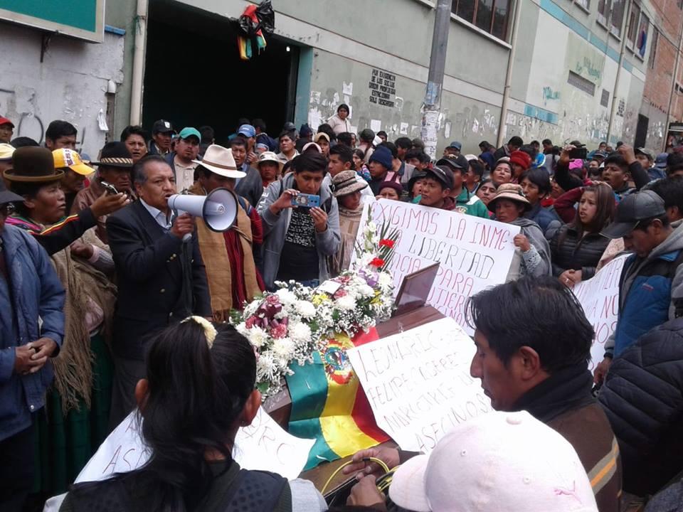 Carlos Vega y Elio Choque son los cocaleros dados de baja que son velados en ADEPCOCA / FM BOLIVIA