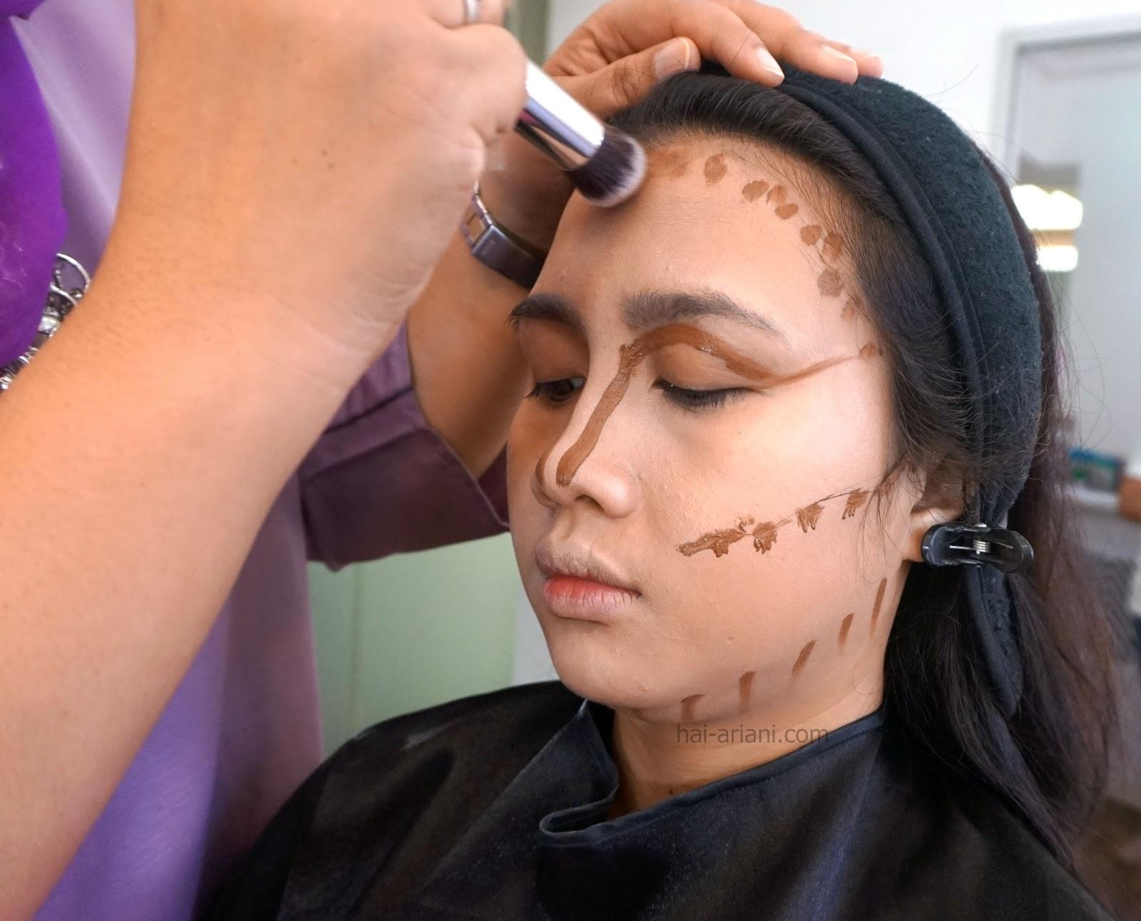 menjadi makeup artist