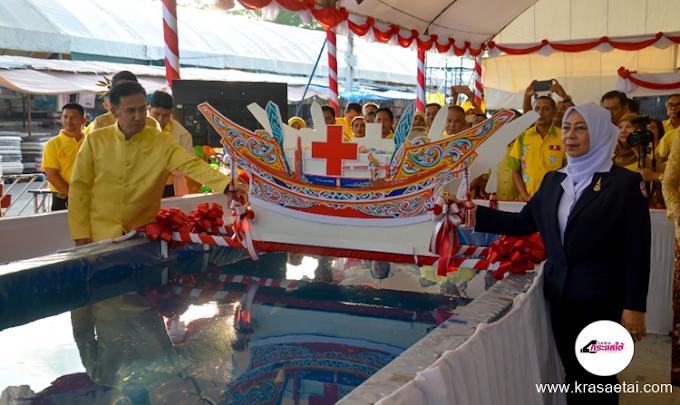 ผู้ว่าฯนราธิวาสนำข้าราชการสวมชุดผ้าไทย ผ้าทอ ผ้าถิ่น โทนเหลือง เปิดงานกาชาดและงานประจำปีจังหวัด