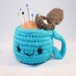 http://www.thesunandtheturtle.com/2013/11/amigurumi-tea-cup-free-pattern.html