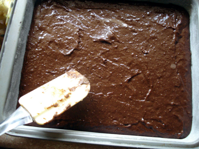 Mon Chéri chocolate cake by Laka kuharica: pour the batter into the small rectangular baking pan.