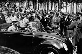 Inauguración de la fábrica de Volkswagen con Hitler y Ferdinand Porsche