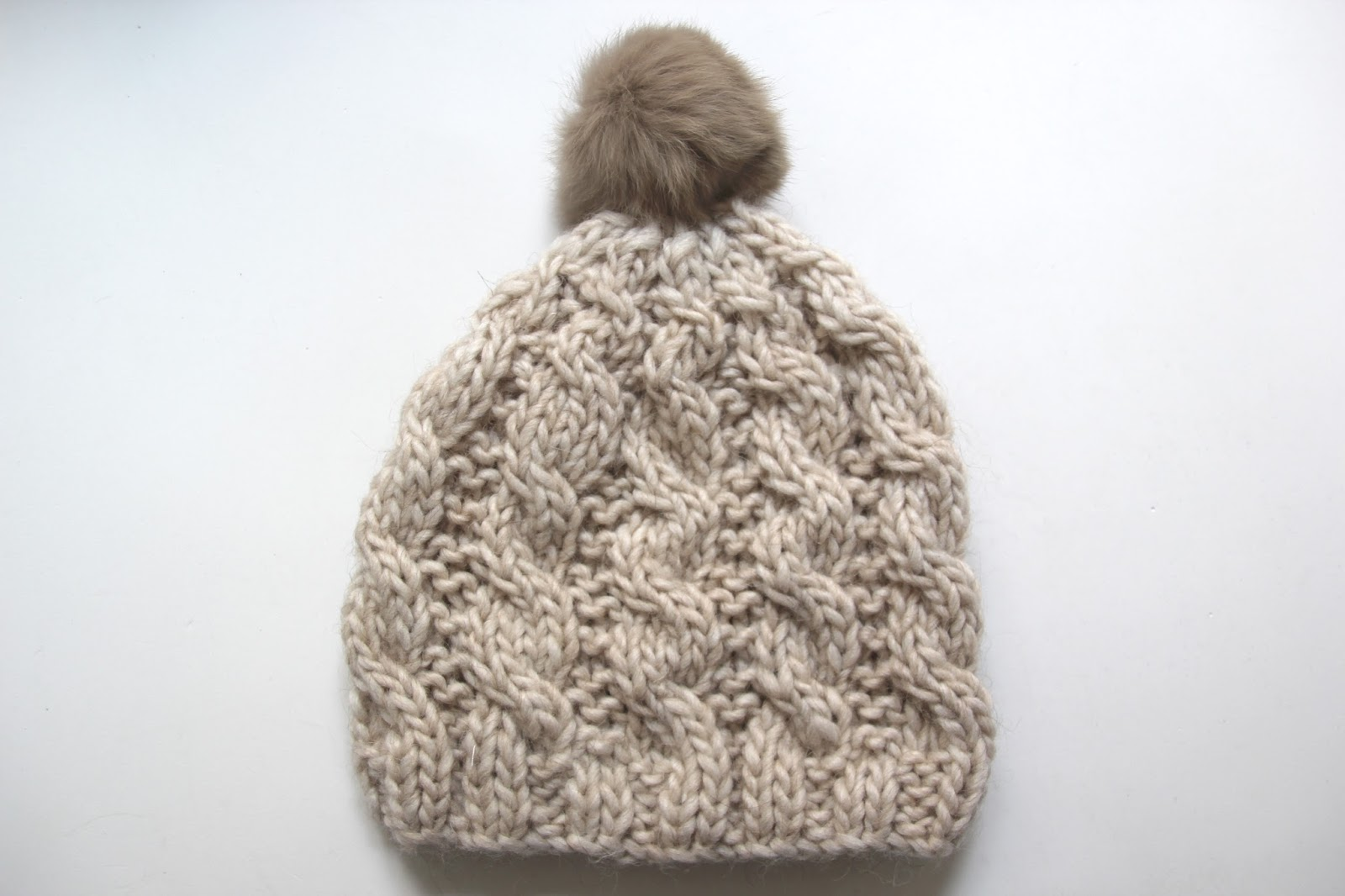 Tutorial de lana: Como hacer gorro trenzado (patrones gratis) - HANDBOX