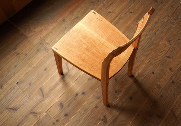 チェリー無垢の木の椅子