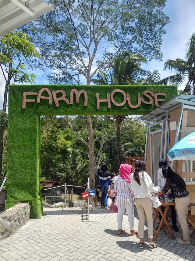Pintu Masuk Farm House