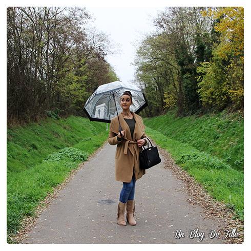 http://unblogdefille.blogspot.fr/2017/11/look-parapluie-et-bottes-franges.html