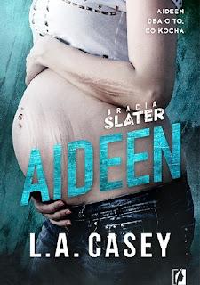 Kolejny z braci Slater zagościł na mojej półce. Tym razem Kane — tajamniczy, zamknięty w sobie i skrywający przerażające tajemnice. Czy uda nam się go odkryć?  Zakończenie książki Kellan wprowadza nas sprytnie w wydarzenia, które zaczynają się rozgrywać w tej części. Kane to trzeci tom serii o braciach Slater, a głównym bohaterem jest tytułowy Kane.  W życiu mężczyzny pojawia się Aideen, która miała być przygodą na jedną noc. Oboje jednak doskonale zdają sobie z tego sprawę, że zbyt mocne jest między nimi przyciąganie, aby romans zakończył się na jednonocnej przygodzie. Nieoczekiwanie w ich życiu pojawiają się małe kłopoty, które są następstwem upojnej nocy. Jak w nowej sytuacji poradzą sobie bohaterzy? Co wyniknie z tej gorącej i burzliwej znajomości?  L. A Casey po raz kolejny serwuje nam narrację pierwszoosobową, w której główną narratorką jest Aideen — dziewczynę mogliśmy już poznać w poprzednich częściach, dlatego nie jest dla nas kimś nowy. Jednak pomimo znajomości postaci, autorce udało się mnie czymś zaskoczyć, dzięki tajemniczości, która jest nierozerwalną częścią kolejnego z braci Slater.  Kane jest niezwykle enigmatyczny, wydawać by się mogło, że jest niewiarygodnie niebezpieczny, a tak naprawdę kryje w sobie wiele bólu, który niszczy go od środka. Tym razem bohaterom przyszło się mierzyć z demonami przeszłości, które w ohydny sposób przedzierają się do teraźniejszości, zaciskając swoje ohydne łapska na tym, na czym najbardziej zależy bohaterom. Ponadto Casey postanowiła się zmierzyć z chorobą i ciążą, która przytrafiła się jednej z bohaterek.  Uważam, że ta część serii o Slaterach jest najbardziej stateczną i dojrzałą opowieści, choć nie zabrakło w niej unikalnego humor Casey i nieoczekiwanych zwrotów akcji. Tym razem jednak całość opiera się na zupełnie innych fundamentach niż poprzednim razem, a bohaterom przyjdzie się mierzyć z prawdziwymi dorosłymi problemami, które dotykają każdego z nas. Dojrzałość historii i jej wydźwięk sprawiają, że cześć ta zna