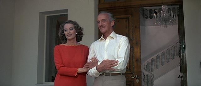 David Niven und Capucine nehmen ihre Rollen aus dem ersten Film wieder auf.